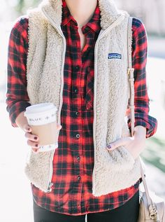 Fuzzy vest and flanel Vest Outfits, Mode Outfits, Western Outfits, Fall Winter Outfits, Autumn Winter Fashion, Fall Fashion, Winter Style, Patagonia Vest Outfit, Fleece Vest
