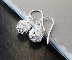 Love these little earrings.