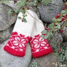 Ravelry: PolarDrøm pattern by StrikkeBea Mitten Gloves, Mittens, Drops Design, Ravelry, Christmas Stockings, Knitting Patterns, Knit Crochet, Holiday Decor, Projects