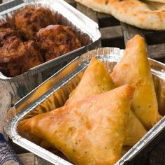 Samoussas au poulet et au curry Chicken and Curry Samosas – Recipe Ingredients: 4 Brick Leaves, 2 Chicken Fillets or Roasted Chicken Leftovers, Sow Thick Cream, 1 Tbsp. Samosas, Beignets, Indian Food Recipes, Healthy Recipes, Ethnic Recipes, Mozzarella, Carribean Food, Turnover Recipes, No Salt Recipes