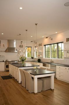 Trendy Farmhouse Kitchen Island With Seating Spaces Ideas Kitchen Redo, New Kitchen, Kitchen Dining, Kitchen Ideas, Kitchen Cabinets, Kitchen Floors, French Kitchen, Design Kitchen, Kitchen Island Table
