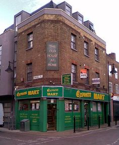Old House At Home, Whitechapel - The Old House At Home was situated at 87-89 Watney Street and was converted to a shop and flats in 2006