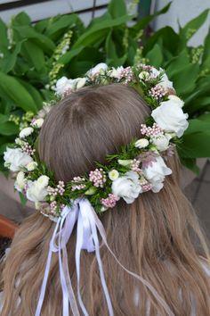 Diy Flower Crown, Flower Tiara, Flower Crown Hairstyle, Flower Girl Hairstyles, Flower Hair Clips, Floral Crown, Flowers In Hair, Floral Headband Wedding, Corsage Wedding