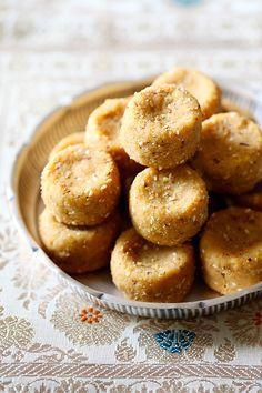 Thambittu (Roasted Gram & Jaggery Laddus) - amazing taste -,t &t Easy Indian Dessert Recipes, Indian Desserts, Indian Sweets, Indian Snacks, Indian Food Recipes, Sweet Recipes, Snack Recipes, Cooking Recipes, Jaggery Recipes