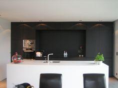 Foto's van keukens - Pagina 152 Black Kitchen Cabinets, Black Kitchens, Home Kitchens, Modern Kitchen Design, Interior Design Kitchen, House Of Gold, Minimalist Kitchen, Luxury Living, Kitchen Dining