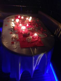 Romantik bir doğum günü düşleyenler için özel hazırladığımız masa süslemesi.     https://www.bogazdagezi.net/bogazda-dogum-gunu