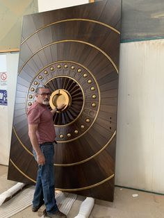 Pin von Tanveer Sajid auf Tür Holz im Jahr 2019 Main Door Design aus Holz Modern Entrance Door, Main Entrance Door Design, Main Gate Design, Door Gate Design, Room Door Design, Door Design Interior, Entrance Doors, Wooden Front Door Design, Double Door Design