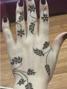 Check out the 60 simple and easy mehndi designs which will work for all occasions. These latest mehandi designs include the simple mehandi design as well as jewellery mehndi design. Getting an easy mehendi design works nicely for beginners. Henna Art Designs, Mehndi Designs For Girls, Mehndi Designs For Beginners, Mehndi Design Pictures, Mehndi Designs For Fingers, Unique Mehndi Designs, Beautiful Mehndi Design, Unique Henna, Henne Tattoo