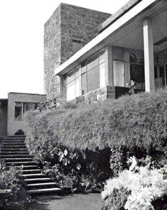 Escalera desde el jardin, Casa Cetto, calle del Agua 130, Jardines del Pedregal, México DF 1949 Arq. Max Cetto  Foto. Elizabeth Timbermann - Stairs from the garden, Casa Cetto, Pedregal, Mexico City 1949