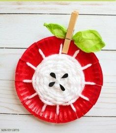 Paper Plate Yarn Weaving Apple Craft - Simple Fall Craft For Kids Have you ever tried paper plate yarn weaving? Make a paper plate yarn weaving apple craft to celebrate the beginning of fall. Cheap Fall Crafts For Kids, Fall Crafts For Toddlers, Easy Fall Crafts, Craft Activities For Kids, Preschool Crafts, Art For Kids, Kids Crafts, Summer Crafts, Easter Crafts