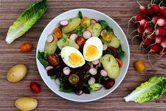 Salade complète: pommes de terre, betterave, radis, oeuf...