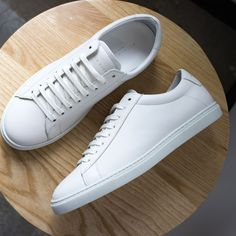 The Low 1 is Oliver Cabell's iconic low-top sneaker, handcrafted with luxury materials and fine attention to detail. White Sneakers Outfit, Classic Sneakers, Leather Sneakers, Sneakers Fashion, Mens White Sneakers, Men Sneakers, Sneakers N Stuff, White Tennis Shoes, White Leather