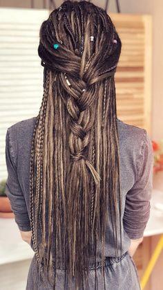 Hippie Dreads, Dreads Girl, Hippie Hair, Dread Braids, Braids For Short Hair, Short Hair Styles, Dreadlock Styles, Dreads Styles, Dreadlock Beads