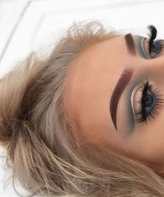 grey cut crease