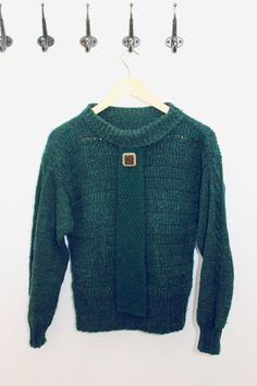 Green sweater handmade vintage size s with brooch wool by Typolove, €29.00