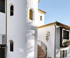 Spanish Colonial Homes, Spanish Style Homes, Spanish House, Spanish Hacienda Homes, Spanish Revival Home, Spanish Bungalow, Home Styles Exterior, Exterior Design, Fachada Colonial