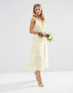 Imagen 1 de Vestido de tirantes a media pierna con detalles florales en 3D dispersos de ASOS BRIDAL