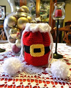 FREE Santa purse pattern but could use it as a toilet paper cover but make the handles shorter