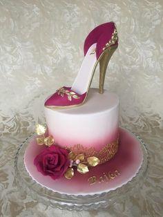 High heel shoe cake by Layla A High Heel Schuhkuchen von Layla A High Heel Cakes, Shoe Cakes, Cupcake Cakes, Shoe Box Cake, Purse Cakes, Amazing Wedding Cakes, Amazing Cakes, Pretty Cakes, Beautiful Cakes