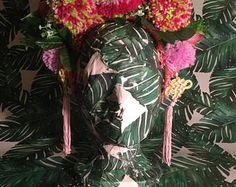 Roze Flower & meerkleurige Pom Pom Festival hoofdtooi