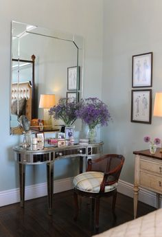 how to refinish a vanity to give it this mirror look?