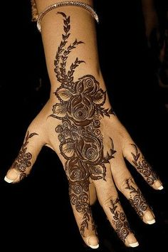 Best Shaded Mehndi Designs For Hands: His is an easy-to-do design even for beginners. Here we see the floral motifs stand out prominently