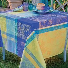 Nappe collection printemps été 2016 par Garnier-Thiebaut - Modèle : Mille patios - Nappe 100% coton - Coloris : majorelle  #MillePatios #Majorelle #Nappe #MadeinFrance #TableSetting #ArtdelaTable #Table #Jardin #Home #Maison #deco #coton