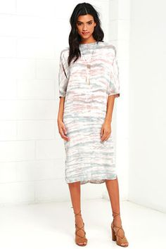 Consider yourself totally SoBe ready when you slip on the South Beach Taupe Tie-Dye Midi Dress! Lightweight ribbed knit with a light blue, ivory, and taupe tie-dye print is formed to a comfy shift silhouette with a high neck and short dolman sleeves. Midi skirt has short side slits. Back keyhole with top button.