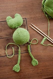 DIY knit frog for kids - Love this idea as a gift