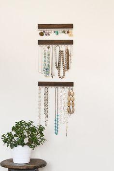 Silber und braun gebeizt Holz Display Regale (Satz von drei-zwei-Halskette, einen Ohrring)