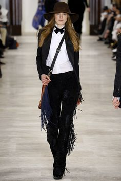 See the complete Ralph Lauren Fall 2016 Ready-to-Wear collection.