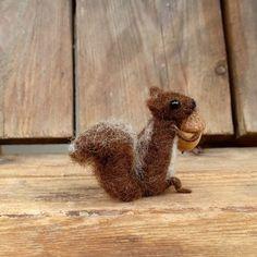 Squirrel miniature doll Felt Squirrel with acorn Tiny animal Waldorf doll Art figure Dollhouse mini chipmunk Woodland Needle felt squirrel