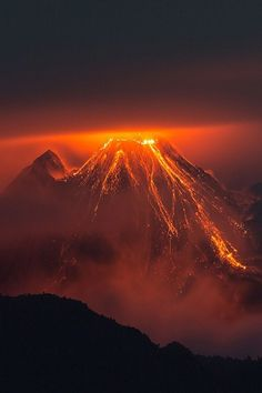 The Eruption of Reventador Volcano Lava HD Wallpaper