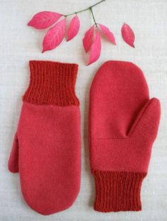 Felt Mittens With Knitted Cuffs Purl Soho ~ filzhandschuhe mit gestrickten manschetten purl soho ~ mitaines en feutre avec poignets tricotés purl soho Knitting Projects, Knitting Patterns, Sewing Projects, Sewing Patterns, Crochet Patterns, Felt Projects, Mittens Pattern, Knit Mittens, Red Mittens