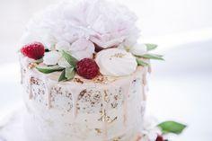 Standesamtliche Hochzeit im Ermeler Haus mit Saxophonmusik. Die Feier des Brautpaares fand auf einem gemütlichen Holzboot und grandioser Hochzeitstorte von süßeflora statt.  #berlinweddings #hochzeit #brautkleid #lebendigehochzeitsfotos #hochzeitsfotografberlin #hochzeitsfotografie #berlin #sommerhochzeit #hochzeitsinspiration #hochzeitsfotos #lebendigehochzeitsfotos #hochzeitsreportage #brautstyling #jawort #hochzeitsboot #hochzeitsfeieraufderspree #ermelerhaus #hochzeitstorte #süsseflora Flora, Panna Cotta, Ethnic Recipes, Desserts, Civil Wedding, Newlyweds, Wedding Cakes, Wedding Photography, Celebration