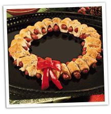 Christmas Appetizer Recipes - lots of fun ideas for holiday parties - like this wreath of pigs in a blanket