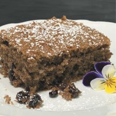 The rich, spicy flavour of this delicious cake is thanks to our signature 13 Seeds Hemp Chai, which contains all the nutritious powers of natural hemp. Hemp Seed Recipes, Protein Pudding, Muesli Bars, Strawberry Smoothie, Great Desserts, Cake Tins, Healthy Treats, Yummy Cakes, Cooking Time