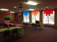 WOW VBS from Wynnewood, OK!! Like the way the gear idea was used for these windows! www.cokesburyvbs.com