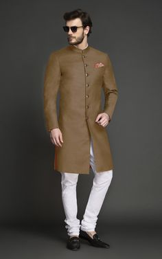 This Sand Brown Achkan goes well with all skin tones. Tailored and designed for an ambitious modern man, this Achkan features interesting tailoring details over bling and will make you look every bit elegant and sophisticated. Indian Wedding Suits Men, Indian Groom Wear, Wedding Dress Men, Casual Wedding, Gents Kurta Design, Boys Kurta Design, Kurta Pajama Men, Kurta Men, Waistcoat Designs