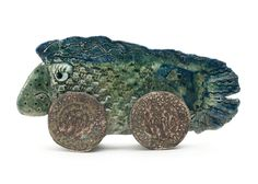 kunst – skulptur – Ginette Wien skulptur – Tur Fisk – dekoration – interiør – unika – kunstner – tinga tango designbutik – væsen – fabeldyr- gaveide – inspiration – kunst til hylden – grøn – keramik – porcelæn