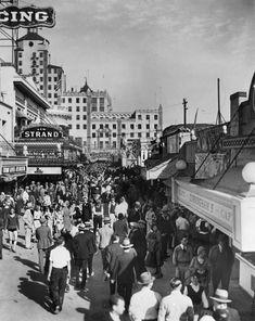 A Walk Along Long Beach's Gaudy, Tawdry, Bawdy Pike Long Beach Pike, Long Beach California, Southern California, California Vacation, Vintage California, California Coast, Old Pictures, Old Photos, Vintage Photos