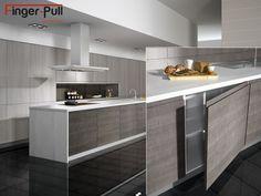 Muebles de cocina con puertas de tirador integrado FingerPull de Alvic en acabado Syncron. También disponible para LuxebyAlvic y Zenit.