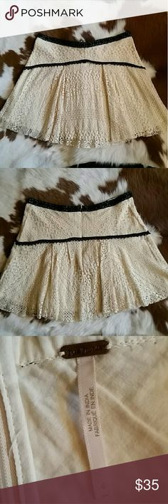"""FREE PEOPLE SKIRT Absolute perfect condition gorgeous skirt. In cream lace with black detail. Size 6, zip up. Measures flat 16"""" across waist and 16"""" length. Lined, not sheer. Auto discount on two or more items or bundle your likes for a private offer Free People Skirts"""
