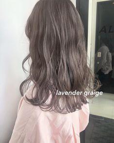 ラベンダーグレージュ Ashy Hair, Brown Blonde Hair, Brown Hair Shades, Brown Hair Colors, Hair Color Streaks, Hair Arrange, Caramel Hair, Coloured Hair, Balayage Hair