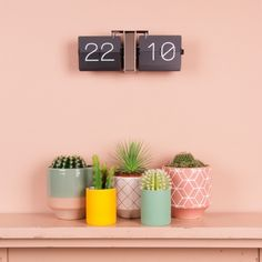 Buy Karlsson Flip Clock Minimal - Chrome from our Wall Clocks range at Red Candy, home of quirky decor. Green Interior Design, Interior Styling, Co Design, Branding Design, Design Ideas, Retro Flip Clock, Desktop Clock, Quirky Decor, Red Candy