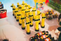 festa infantil super herois 1 ano pedro inspire mfvc-9 Batman Collectibles, Superhero Party, Man Birthday, Baby Shower, Superman, Wedding Styles, Birthdays, Frozen, Japanese