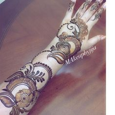 No photo description available. Arabian Mehndi Design, Mehndi Desing, Arabic Henna Designs, Unique Mehndi Designs, Wedding Mehndi Designs, Beautiful Henna Designs, Latest Mehndi Designs, Henna Tattoo Designs, Unique Henna