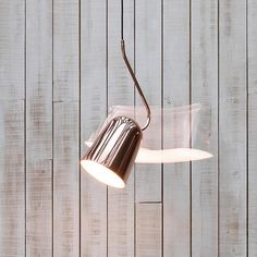 Designed with a movableshade that allows you to tilt the light up and down to suit.Made from metal and finished in shiny copper. L 20.5cm x W 18cm, Curved met