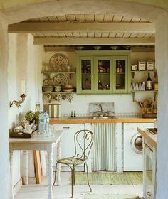 Mignonne petite cuisine au style champêtre dans une fermette en Allemagne. Photographe: Andreas Von Einsiedel Source: Maison & Demeure mai 2011.