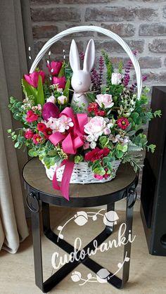 Basket Flower Arrangements, Easter Baskets, Table Decorations, Spring, Flowers, Furniture, Home Decor, Tulips, Decoration Home